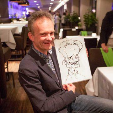 Karikaturist-Schnellzeichner-fuer-Kundenevents-Innsbruck