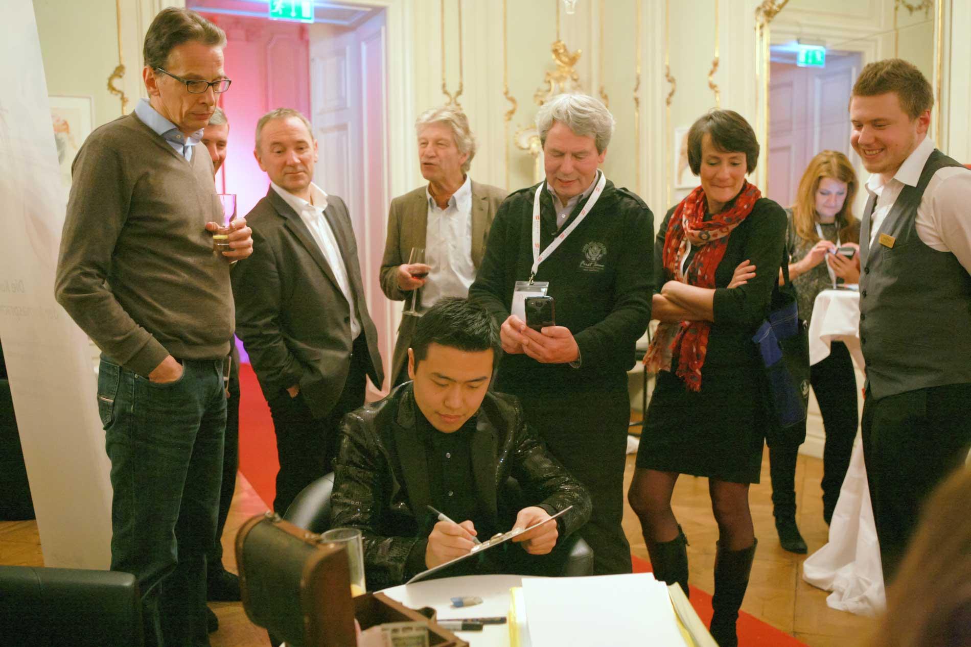 Xi's Service als professioneller Karikaturist und Schnellzeichner